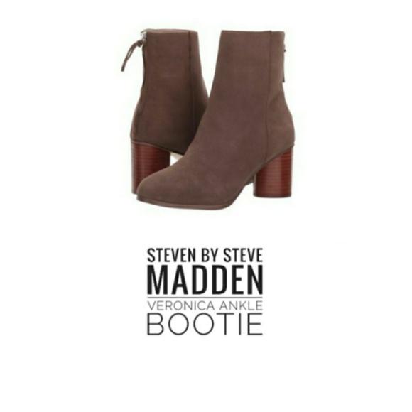 7b550ea70839 STEVEN by Steve Madden Veronica Ankle Bootie. M 5ba828464ab633a427637ff3